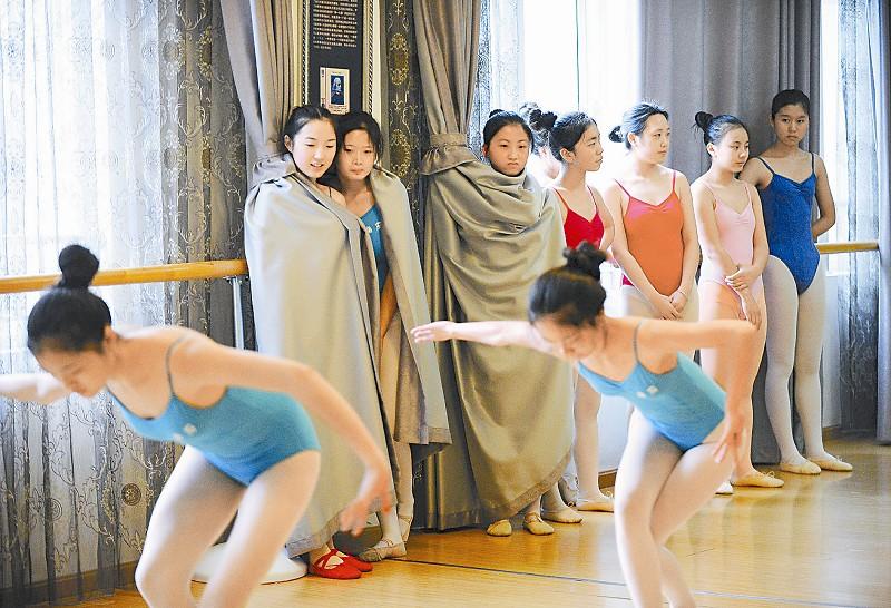 十堰考生在武汉体育舞蹈学院训练