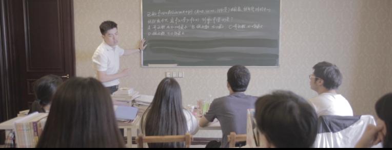 刘晶和同学一起 在万博manbetx官网app学习文化课