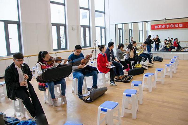 音乐学院校考5000名考生展示才艺