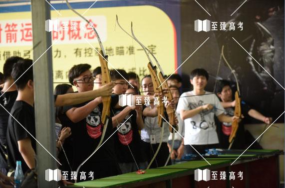 艺术生们组织射击比赛
