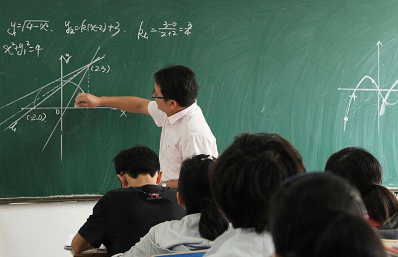 武汉艺考生在上数学课