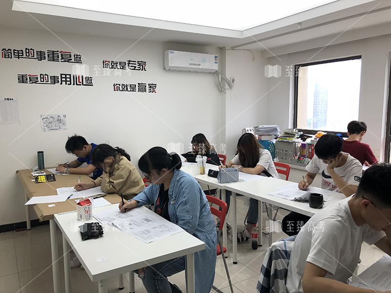 武汉艺术生模拟万博manbetx官网主页 英语听力测试