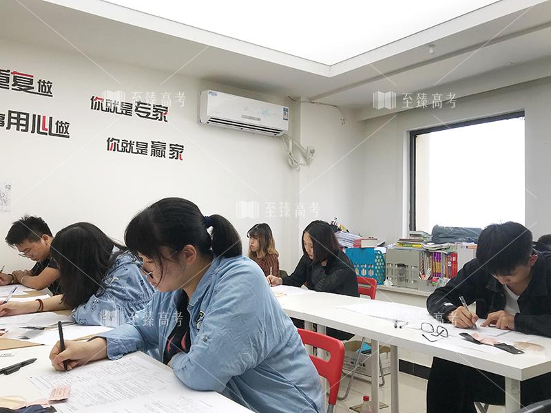 武汉艺考生文化课机构模拟考试现场